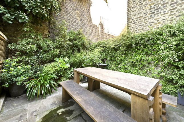 Garden of Elgin Crescent, London W11