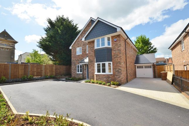 Thumbnail Detached house for sale in West Hill Road, Luton