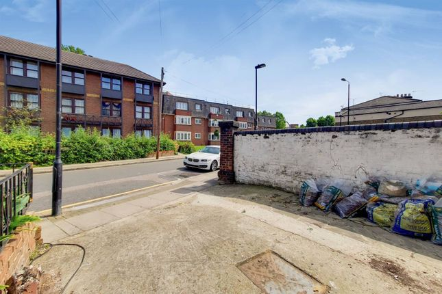 Thumbnail Property to rent in Parkland Road, Wood Green, London