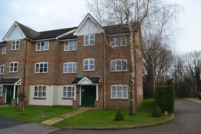 Thumbnail Flat to rent in Foxlands Close, Leavesden, Watford