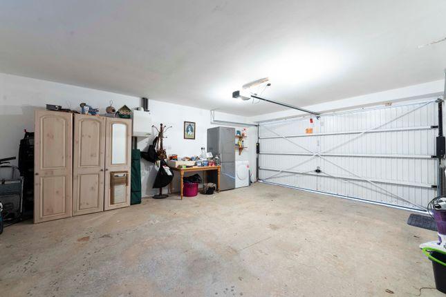 Garage of Howcombe Gardens, Napton, Southam CV47