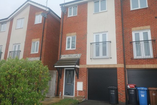 Thumbnail Town house to rent in South Hall Street, Salford