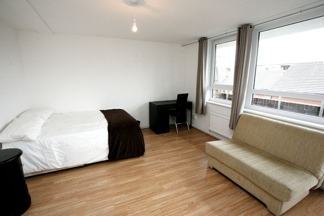 Thumbnail Flat for sale in Millender Walk, Surrey Quays, London