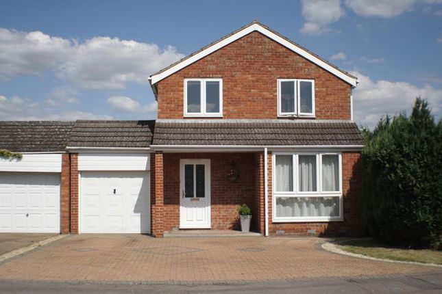 Thumbnail Detached house to rent in Rothwell Gardens, Woodley, Reading
