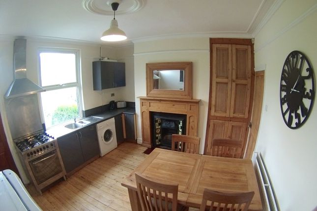 Thumbnail Terraced house to rent in Meanwood Road, Headingley, Leeds