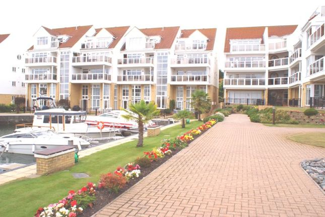 Thumbnail Flat to rent in Lake Avenue, Hamworthy, Poole