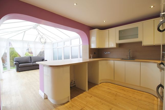 3 bed property for sale in the willows hull