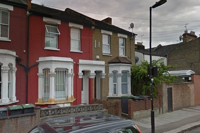 2 bed flat to rent in Crowland Road, London