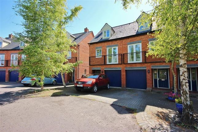 Thumbnail End terrace house to rent in Chapel Close, Wantage