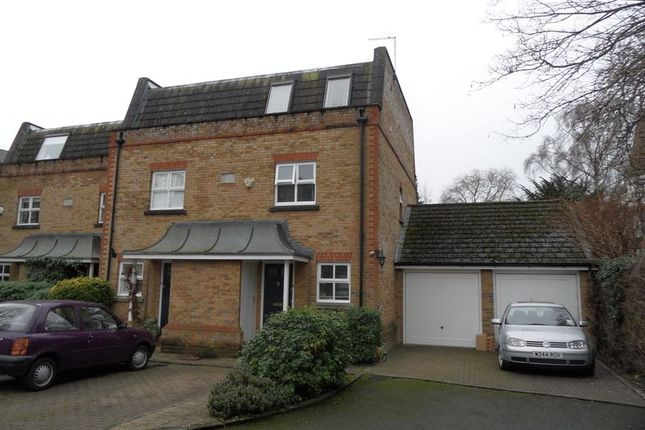 Thumbnail Flat to rent in Oarsman Place, East Molesey