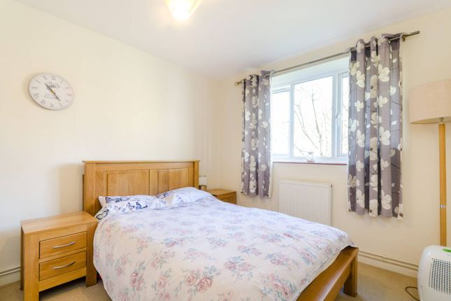 Thumbnail Flat to rent in Innes Gardens, Putney