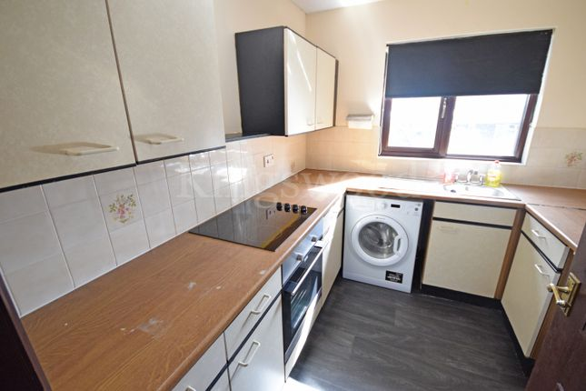 Thumbnail Flat for sale in Oakwood Grove, Pitsea