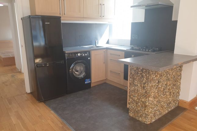 Flat to rent in Mayes Road, London