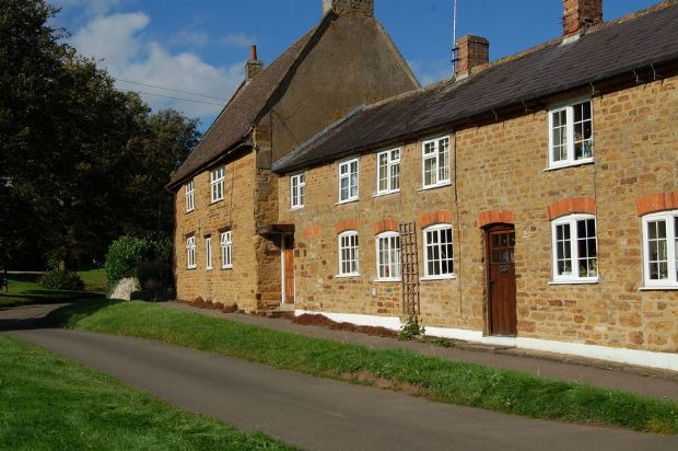 Thumbnail Cottage to rent in The Green, Everdon, Northants