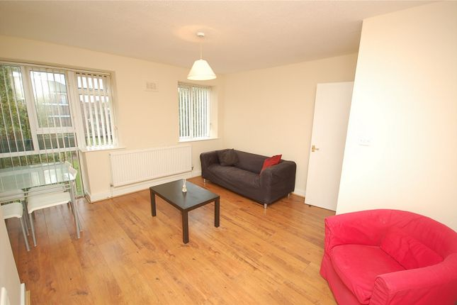 2 bed flat to rent in Eccles New Road, Salford, Greater Manchester