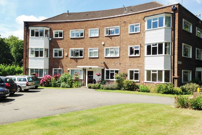 2 bed flat to rent in Wolsey Road, East Molesey KT8