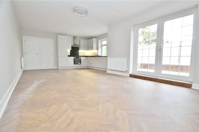 2 bed flat to rent in Shepperton High Street, Shepperton, Surrey TW17