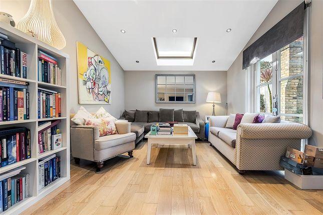 Thumbnail Flat to rent in Hambalt Road, London