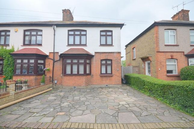 3 bed property to rent in Argyle Gardens, Upminster RM14