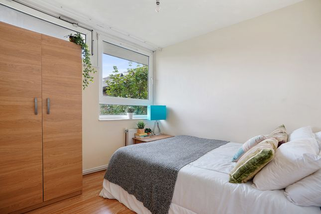 Thumbnail Shared accommodation to rent in Ebley Close, London