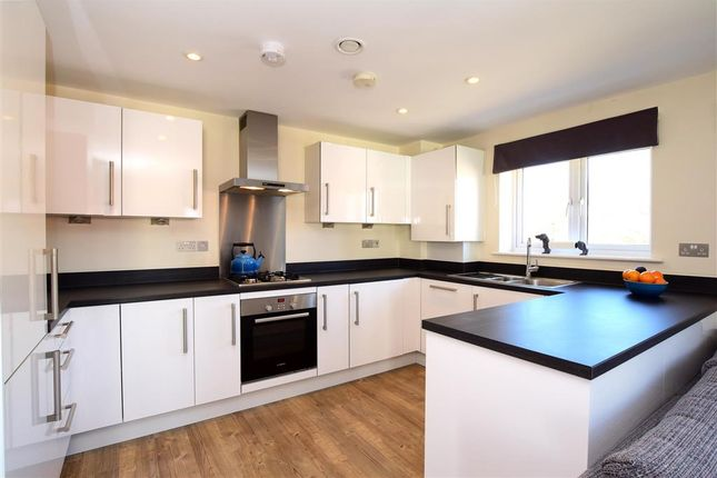 Kitchen of Kilnwood Close, Faygate, Horsham, West Sussex RH12