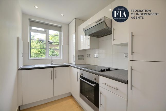 Flat to rent in Manor Vale, Boston Manor Road, Brentford