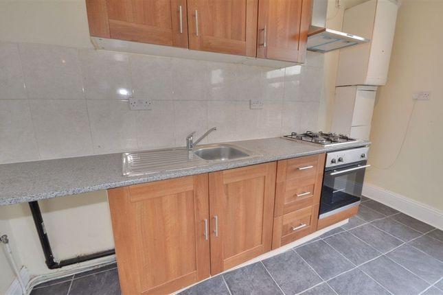 2 bed flat to rent in Southmoor Road, Hemsworth, Pontefract WF9