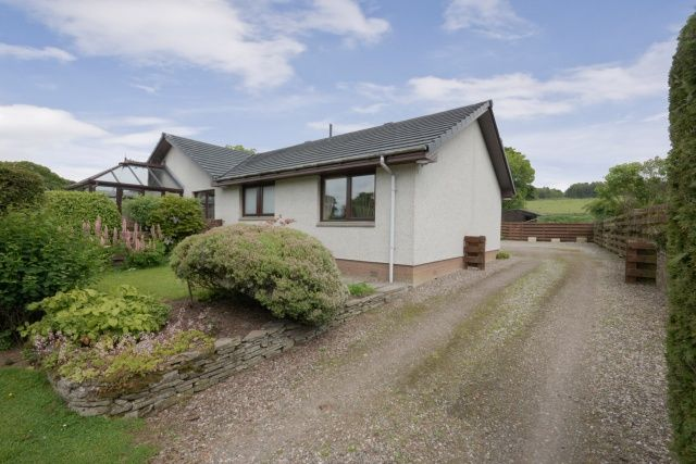 Thumbnail Cottage for sale in Pitscandly, Forfar, Angus