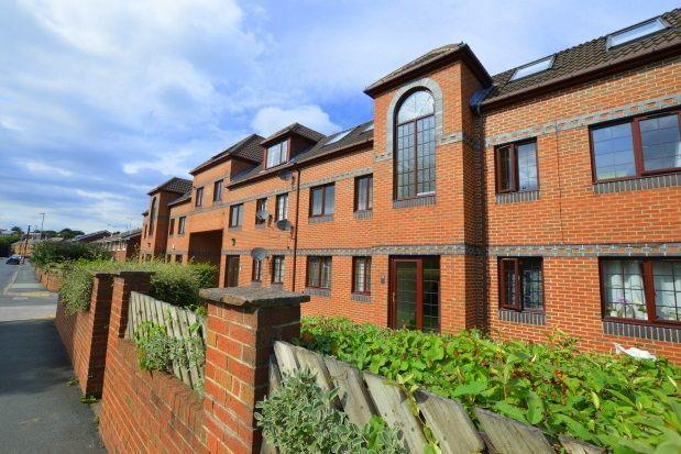 Thumbnail Flat to rent in Albert Road, Morley, Leeds