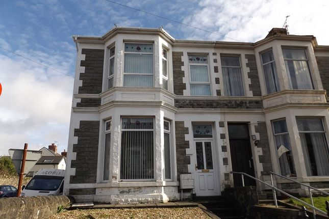Thumbnail Shared accommodation to rent in Ewenny Road, Bridgend