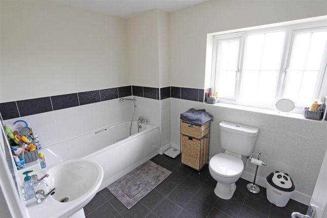 Family Bathroom of Kempton Road, Bourne PE10