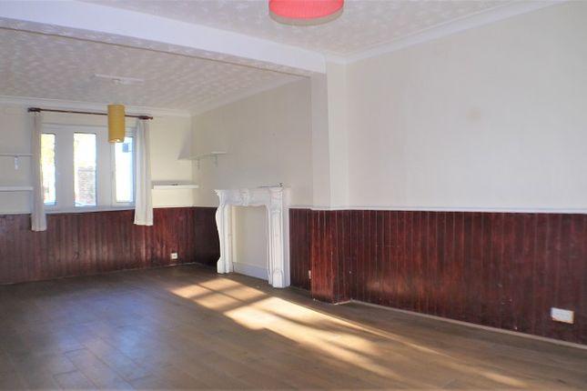 Thumbnail Terraced house for sale in Hollybush Street, Plaistow, London.