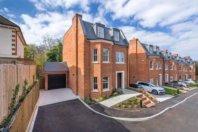 Thumbnail Detached house for sale in Stableford Close, Sanderstead, South Croydon