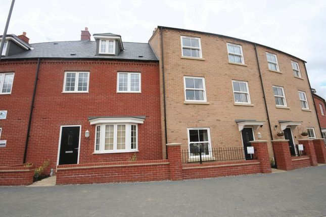 Thumbnail Town house to rent in Needlepin Way, Windsor Park, Buckingham