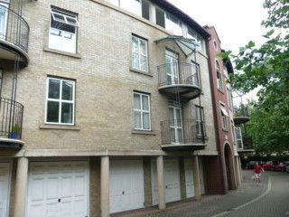 2 bedroom flat to rent in Alcantara Crescent, Southampton