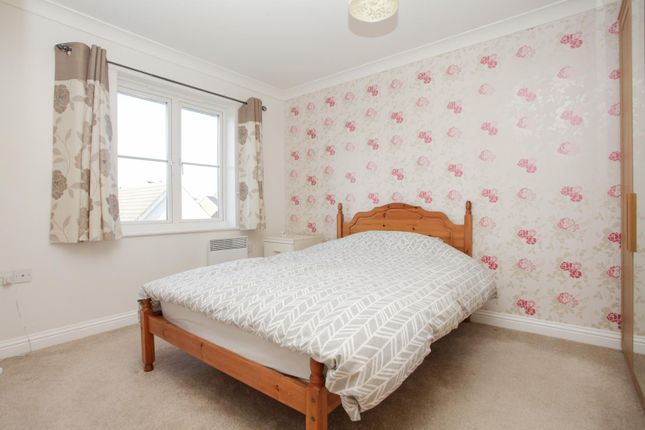 Thumbnail Flat for sale in Green Close, Whitfield, Dover