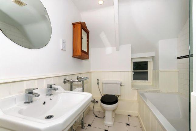 Op - Bathroom of Main Street, Greetham, Oakham LE15