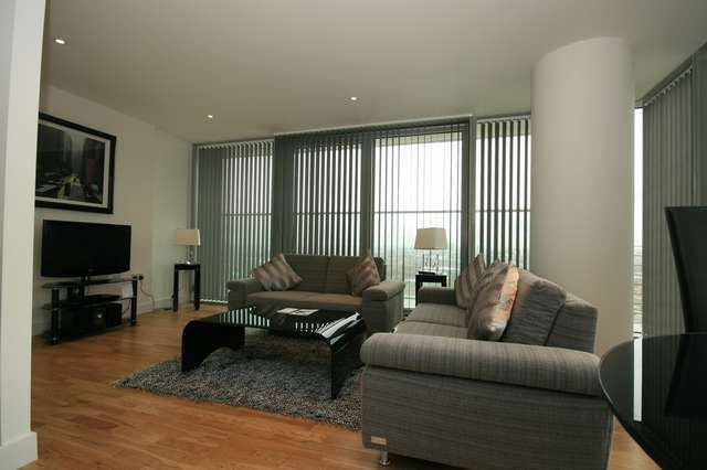 Thumbnail Flat to rent in Landmark East Tower, 22 Marsh Wall, Canary Wharf