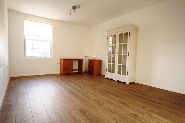 Thumbnail Flat to rent in Woodend Avenue, Huntscross, Liverpool, Merseyside