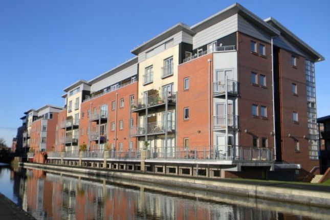2 bed property to rent in Shot Tower Close, Chester