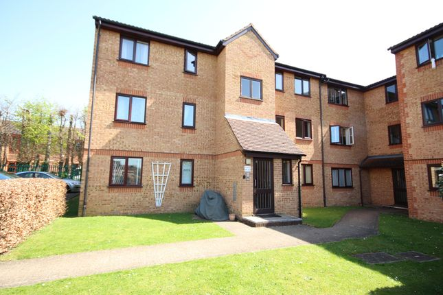 1 bed flat for sale in Walpole Road, Burnham, Slough