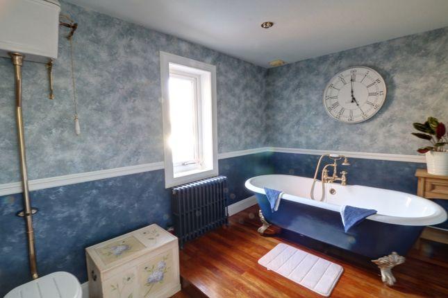 Bathroom of Dalziel Road, Inveraldie, Tealing, Dundee DD4