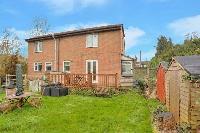 Thumbnail Maisonette for sale in Water Meadows, Frogmore, St. Albans, Hertfordshire