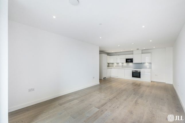 Thumbnail Flat to rent in City North Place, London