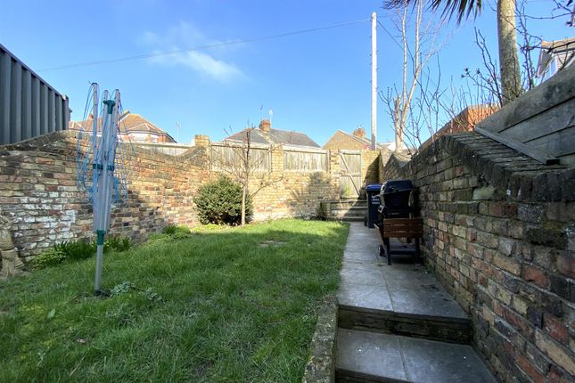 4 bed property to rent in St. Lukes Avenue, Ramsgate CT11