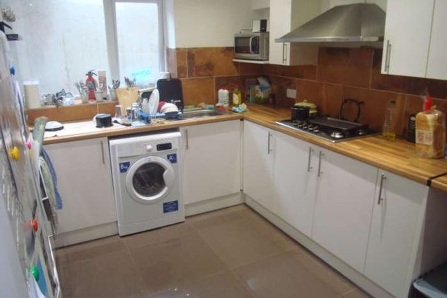 Thumbnail Terraced house to rent in Hamilton Road, Earley, Reading