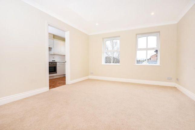 Flat to rent in Sunningdale, Berkshire