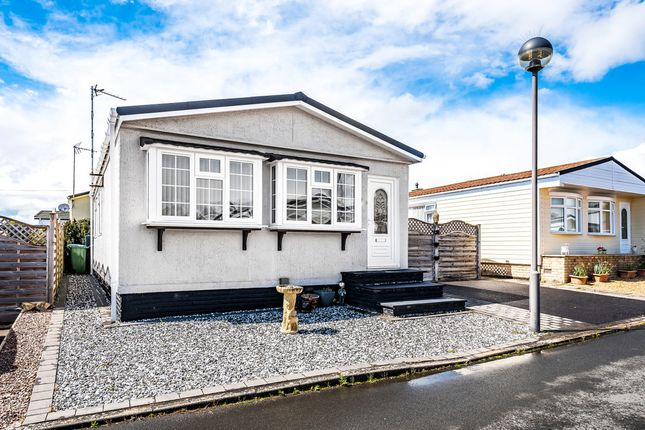 2 bed mobile/park home for sale in Wilderness, Wootton Hall, Wootton Wawen B95