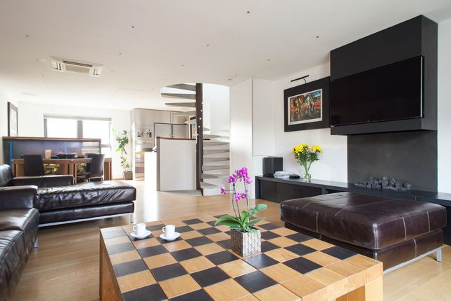 Thumbnail Town house to rent in Onega Gate, London