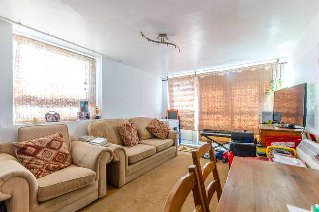 Thumbnail Flat for sale in Ayley Croft, Enfield